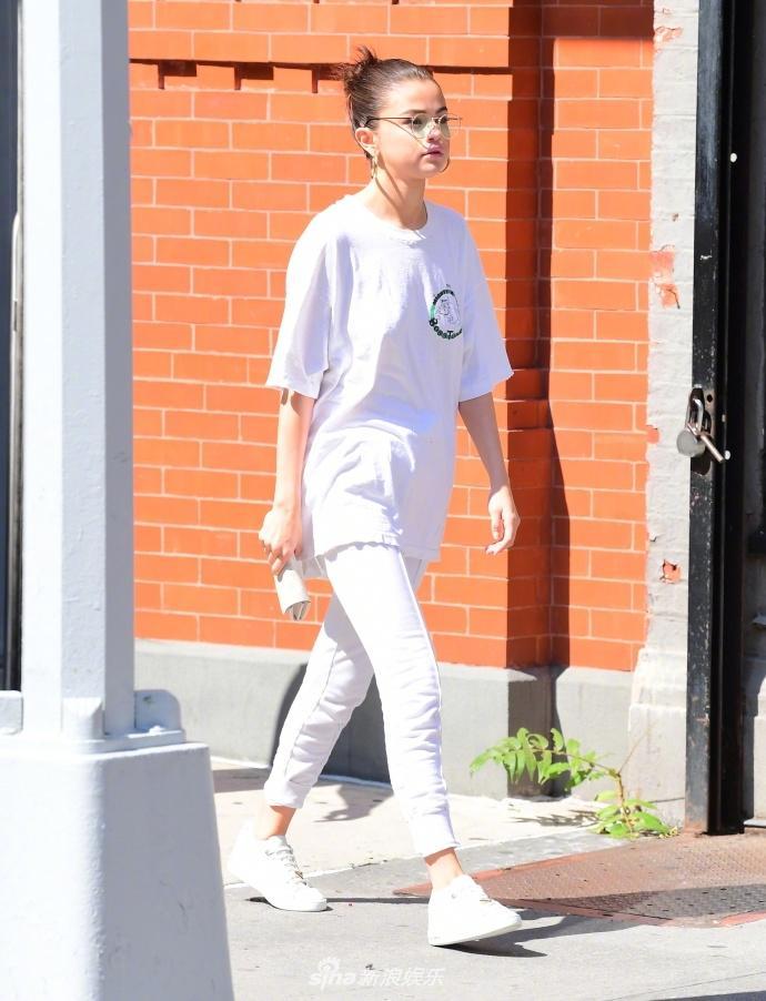 Chán sexy nổi loạn, Selena Gomez khoe street style giản dị đúng tuổi-3
