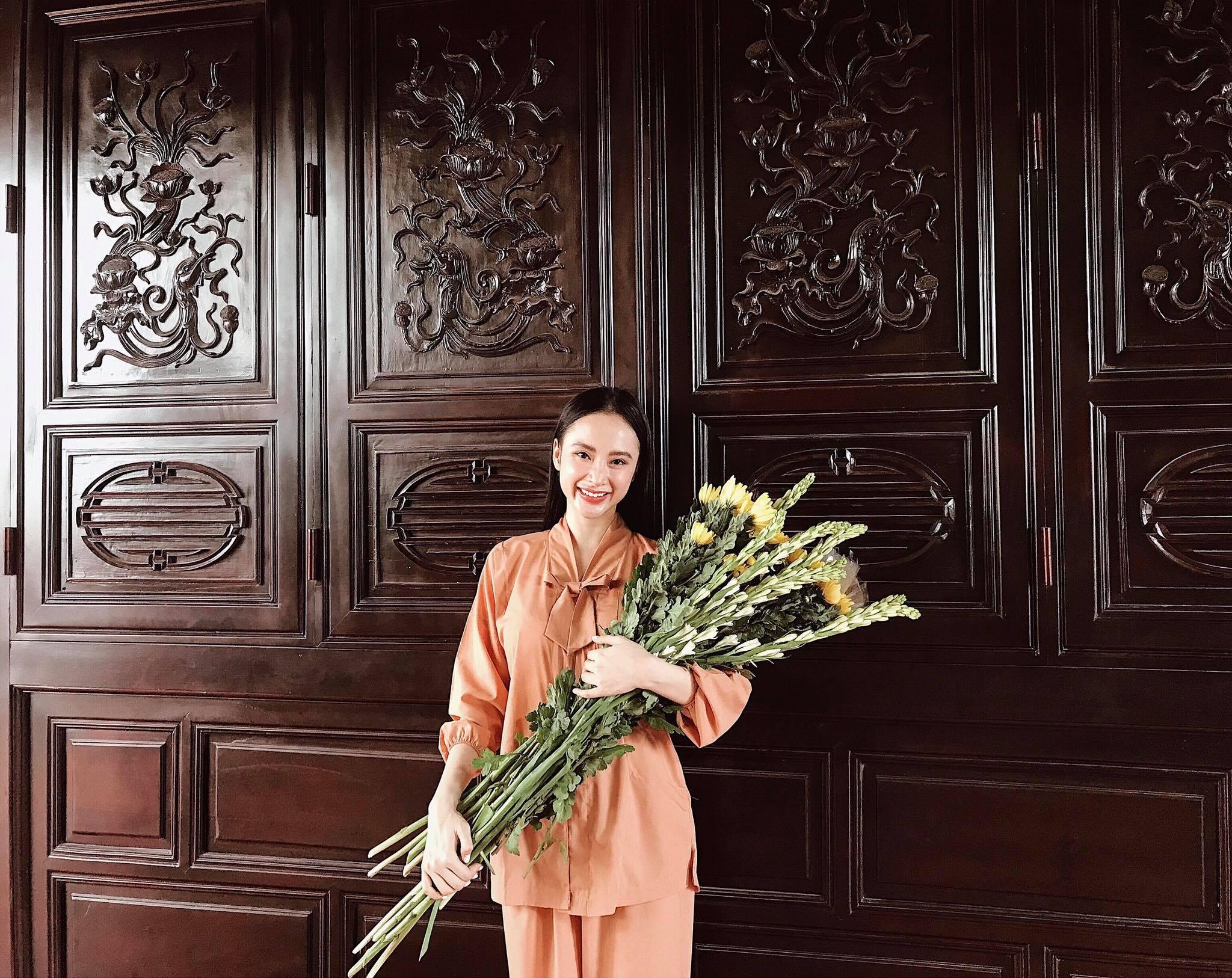 Tin sao Việt 5/9: Ngã bổ chửng giữa cổng đài truyền hình, Á hậu Tú Anh lo mình ế chồng vì tính hậu đậu-4