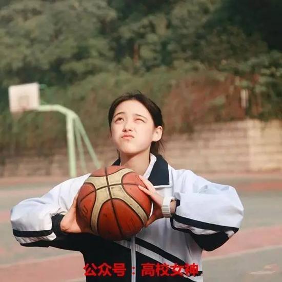 Nhan sắc đẹp xuất sắc của cô nàng lọt top 10 nữ sinh xinh đẹp nhất Trung Quốc-7