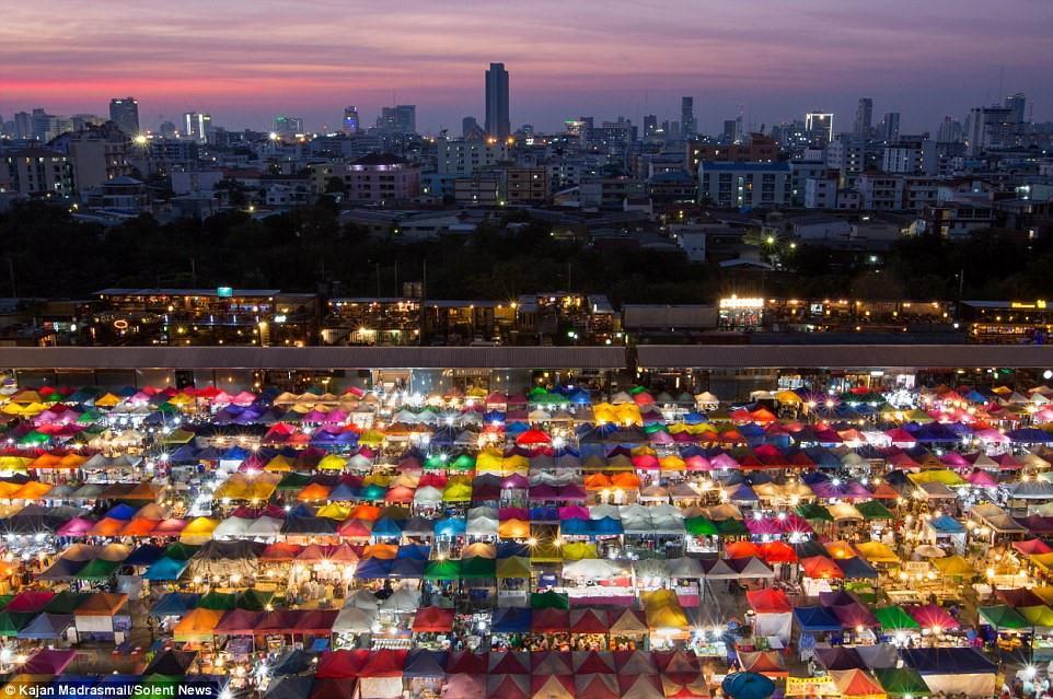 Chợ đêm khổng lồ ở Thái Lan-1