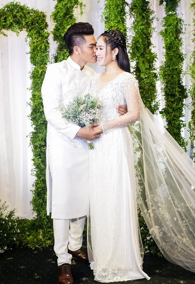 Fan giật mình nhận ra vợ mới kém 10 tuổi của Vân Quang Long quá giống Lê Phương-4
