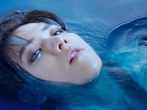 """Lại là """"trùm cuối"""" Baekhyun (EXO): Vài giây đằm mình dưới nước cũng đủ để fan bấn loạn"""