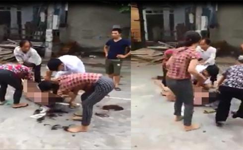 Video bà lão rủ họ hàng đánh ghen hộ con dâu: lột đồ - cắt tóc cô gái trẻ giữa đường-1