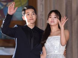 Ngọt ngào trên máy bay, Song Joong Ki và Song Hye Kyo bị fan bắt gặp