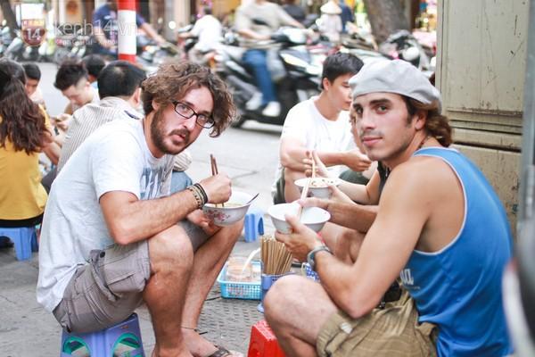 Hầu hết khách nước ngoài đều rất ưa chuộng món phở Hà Nội