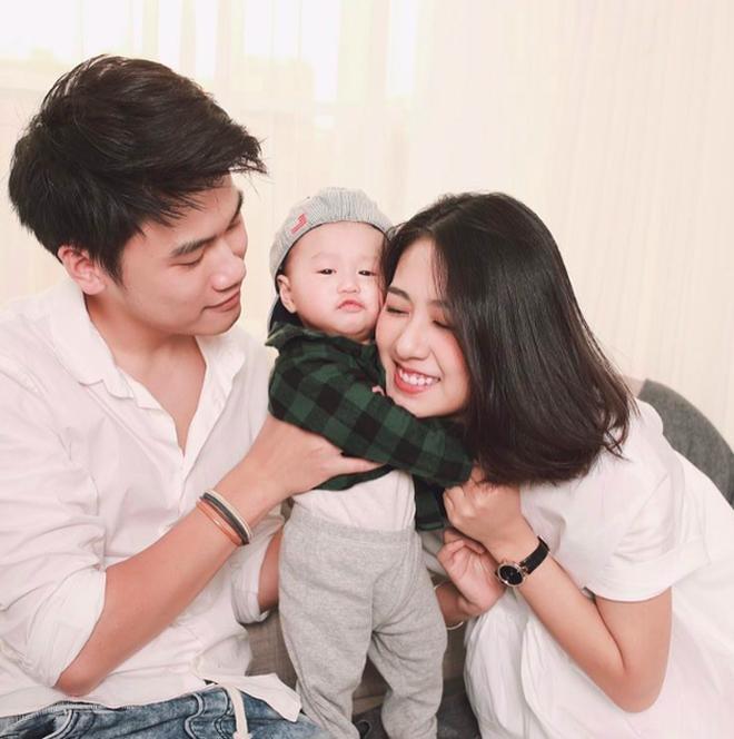 Những cặp bố mẹ bỉm sữa hot nhất mạng xã hội được vạn giới trẻ yêu mến-1