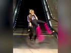 Clip hài: Những kiểu đi thang cuốn có một không hai
