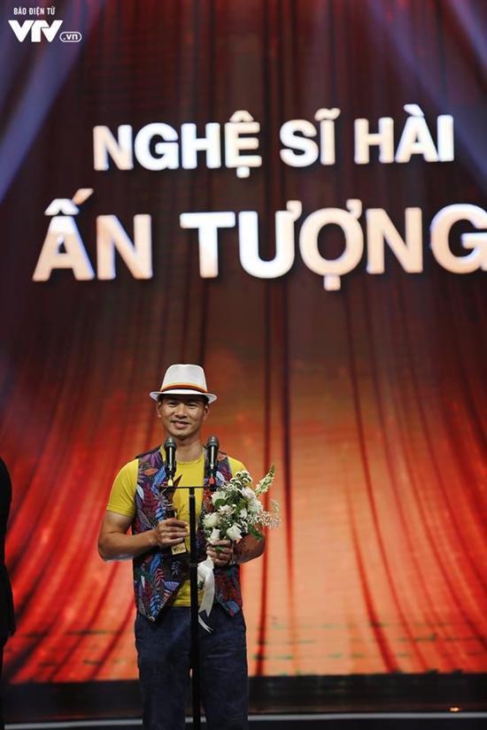 NSND Hoàng Dũng và phim Người phán xử chiến thắng tại VTV Awards 2017-6