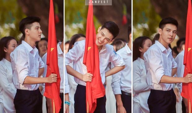 Nam sinh lớp 10 khiến chị em phát sốt với bức ảnh chỉ cầm cờ vẫn quá đẹp trai-1