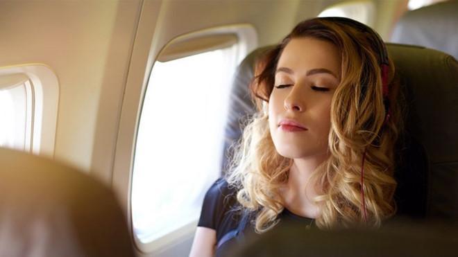 Tại sao không nên ngủ khi máy bay cất hoặc hạ cánh?-1