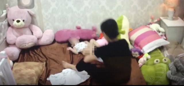 Hà Nội: Mẹ chết lặng khi xem lại camera, con 1 tuổi bị giúp việc đánh 6, 7 trận đòn-2
