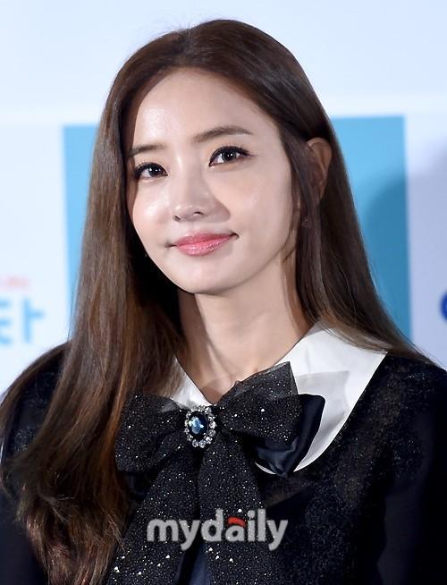 Sao Hàn 8/9: Ở tuổi 37, búp bê xứ Hàn Han Chae Young trẻ chẳng khác nào gái đôi mươi-1