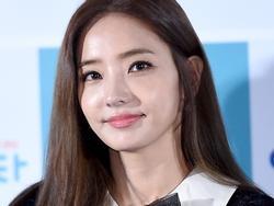 Sao Hàn 8/9: Ở tuổi 37, 'búp bê xứ Hàn' Han Chae Young trẻ chẳng khác nào gái đôi mươi