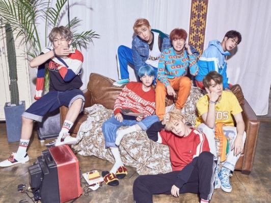 Fan hoa cả mắt trước tạo hình rực rỡ sắc màu của BTS ngày trở lại