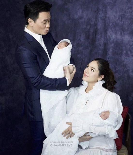 Mỹ nhân đẹp nhất Thái Lan Chompoo Araya khoe cặp song sinh vừa chào đời-4