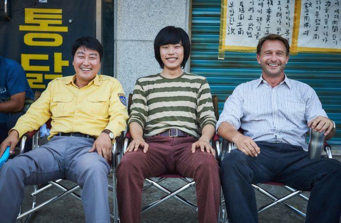 Sao Hàn 9/9: Kim Tae Hee lộ bụng bầu, diện mũ đôi cùng ông xã tại sân bay-7