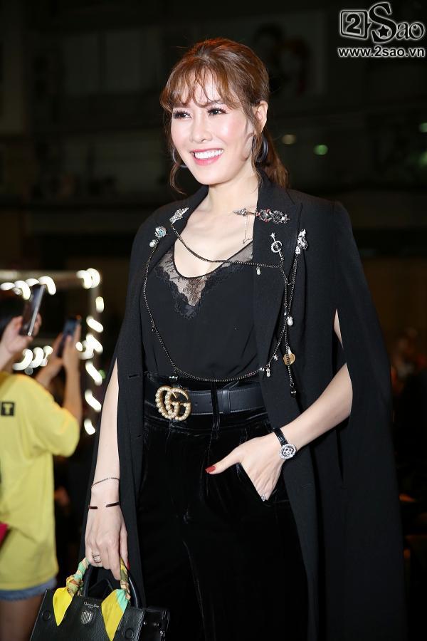 Diện váy in hình mình, Võ Hoàng Yến chặt đẹp Phạm Hương trên thảm đỏ Next Top-5