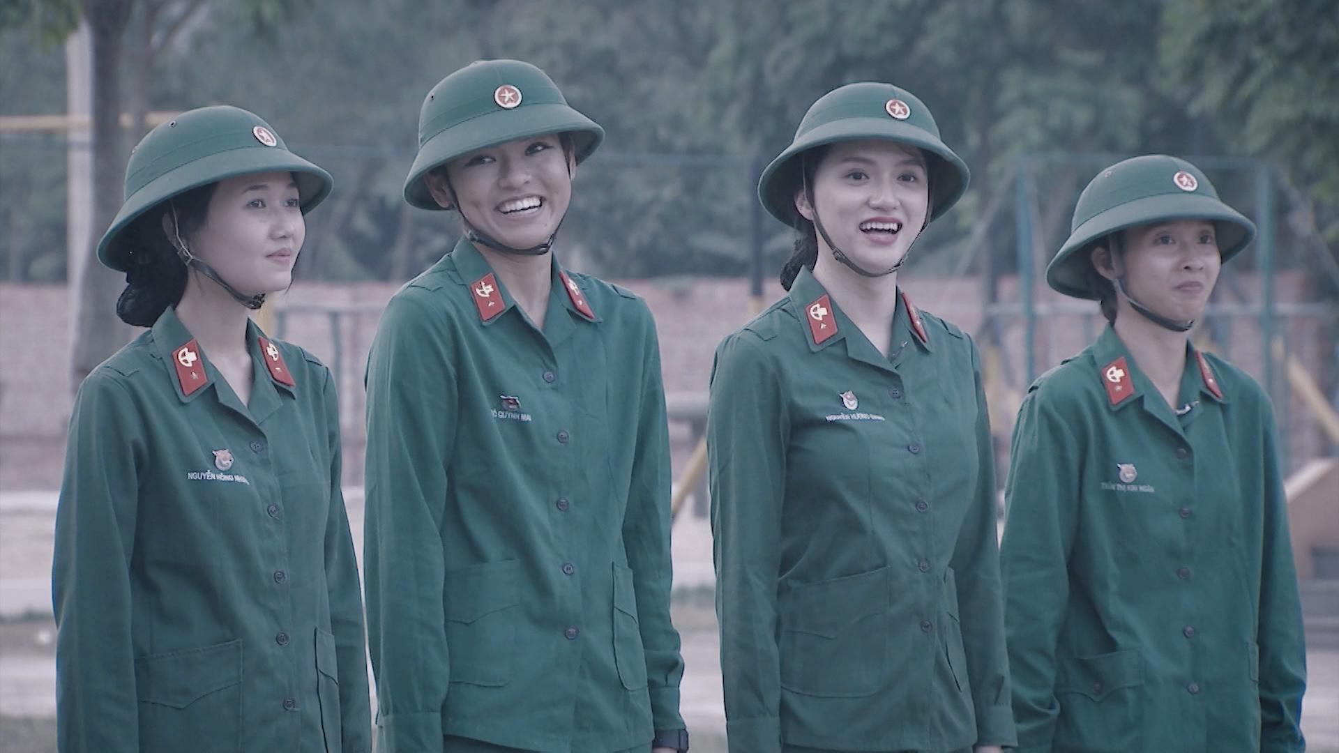 Hương Giang Idol bị chấn chỉnh vì nói năng điệu đà trong quân ngũ-4