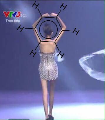 Cao Ngân như bộ xương di động đi catwalk trong đêm chung kết Next Top mùa All Stars-6