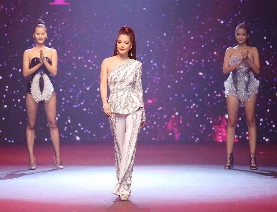 Võ Hoàng Yến - Nam Trung diện đồ ăn ý như KING & QUEEN xuyên suốt mùa Next Top-3