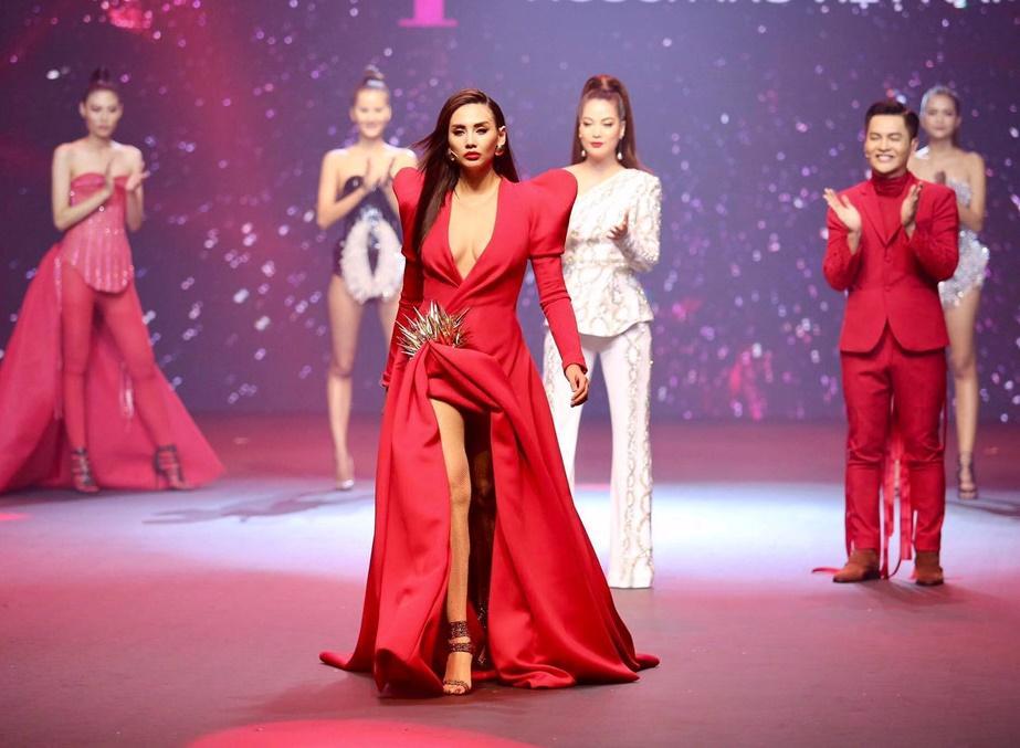 Võ Hoàng Yến - Nam Trung diện đồ ăn ý như KING & QUEEN xuyên suốt mùa Next Top-1