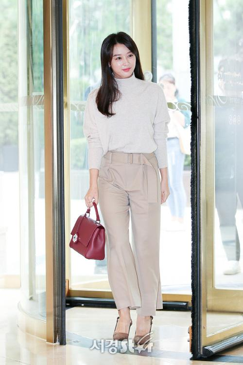 Sao Hàn 10/9: Nữ thần sexy HyunA tiết lộ từng tiệc tùng trong tình trạng bán khỏa thân-6