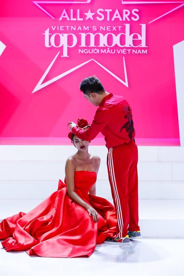 Võ Hoàng Yến - Nam Trung diện đồ ăn ý như KING & QUEEN xuyên suốt mùa Next Top-7