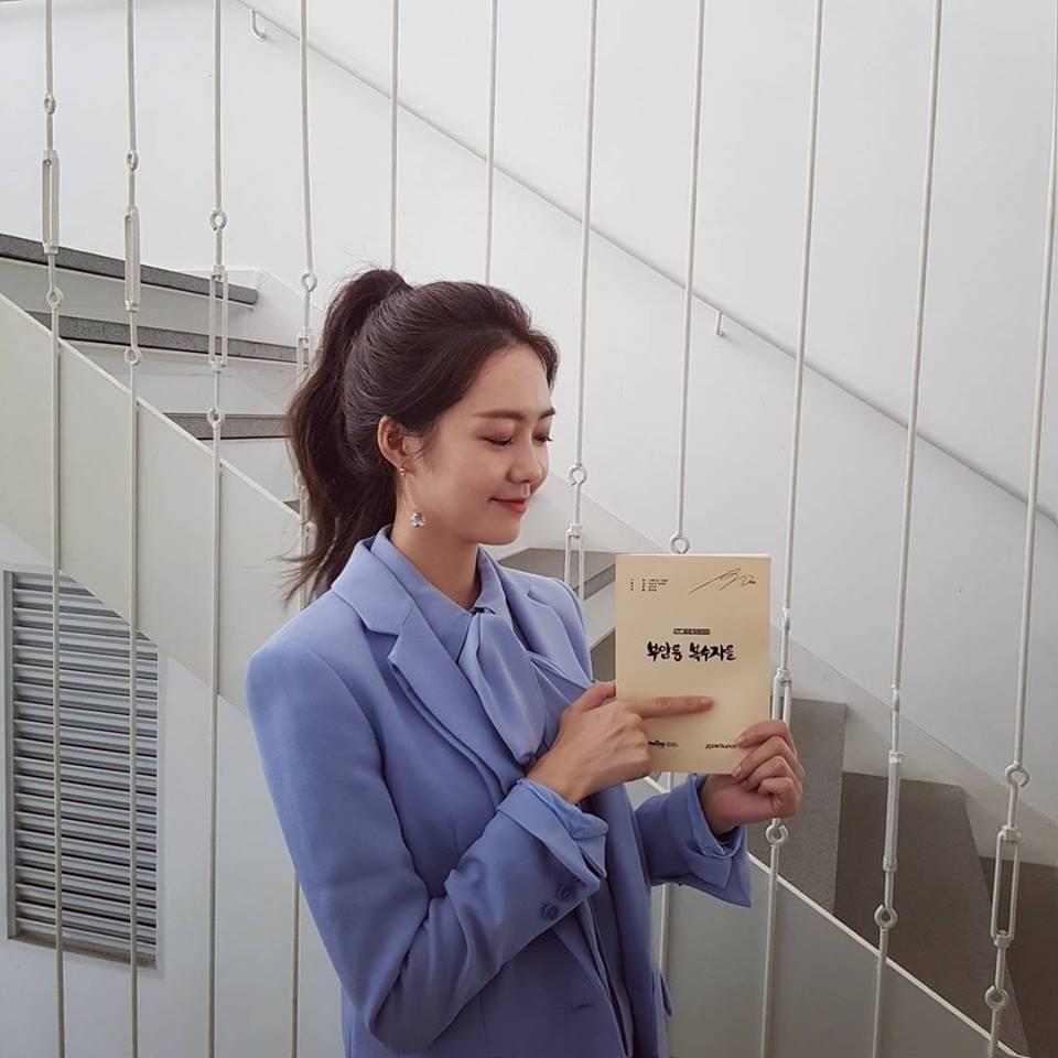 Sao Hàn 11/9: Cựu thành viên Wonder Girls thân mật với bạn nhảy nữ trên sân khấu-4