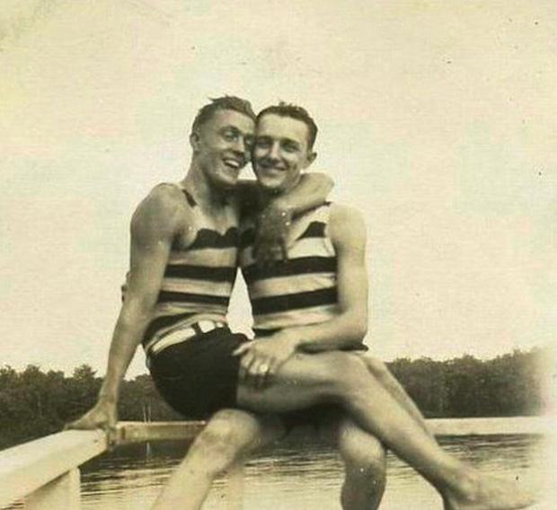 Những hình ảnh thân mật của các chàng trai cách đây 100 năm: Đồng tính không phải trào lưu-3