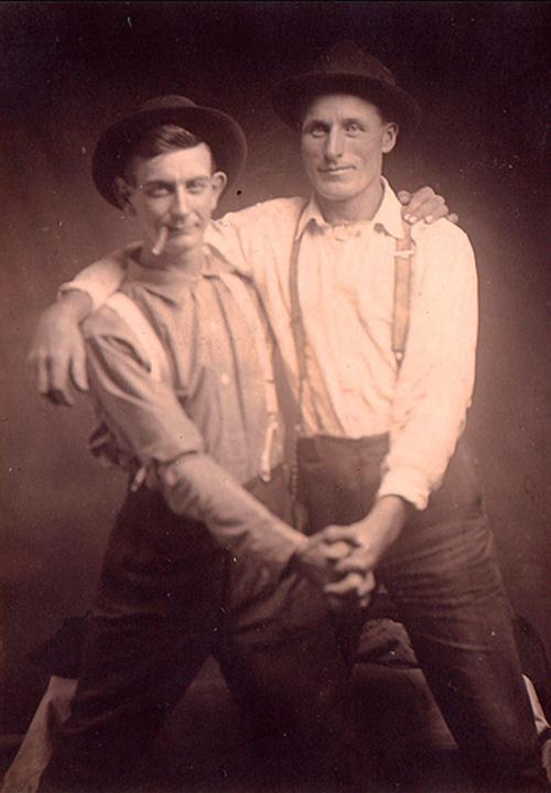 Những hình ảnh thân mật của các chàng trai cách đây 100 năm: Đồng tính không phải trào lưu-5