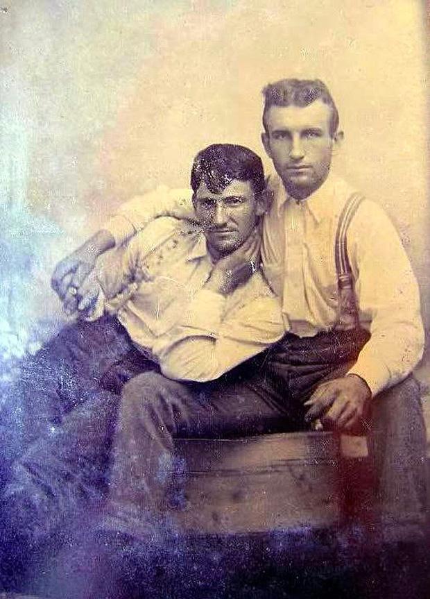 Những hình ảnh thân mật của các chàng trai cách đây 100 năm: Đồng tính không phải trào lưu-6