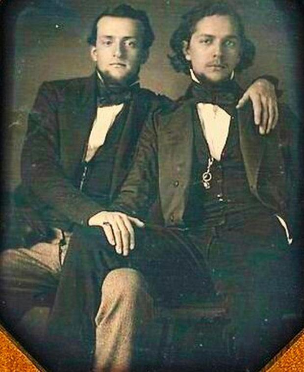 Những hình ảnh thân mật của các chàng trai cách đây 100 năm: Đồng tính không phải trào lưu-8