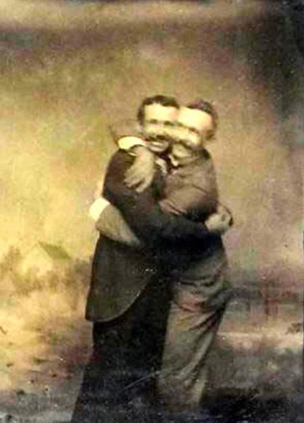Những hình ảnh thân mật của các chàng trai cách đây 100 năm: Đồng tính không phải trào lưu-9