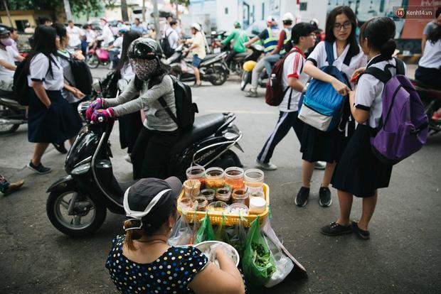 Theo giới trẻ Sài Gòn lê la ở thiên đường ăn vặt đáng ghen tị của trường Marie Curie-1