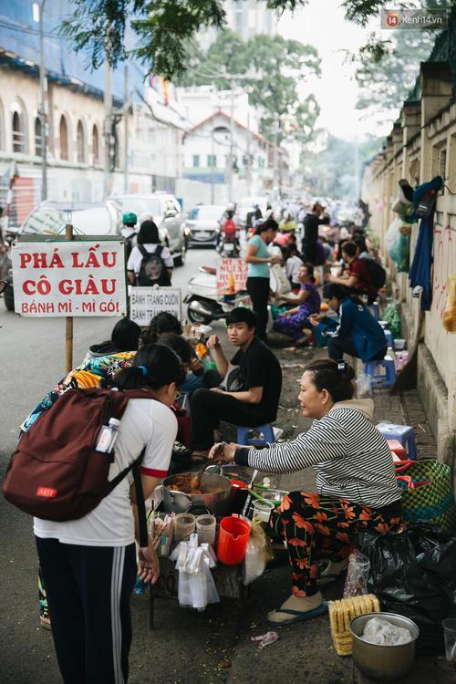 Theo giới trẻ Sài Gòn lê la ở thiên đường ăn vặt đáng ghen tị của trường Marie Curie-3