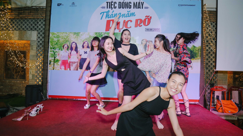 Dàn mỹ nhân Việt quậy tưng bừng trong tiệc đóng máy phim Tháng năm rực rỡ-2