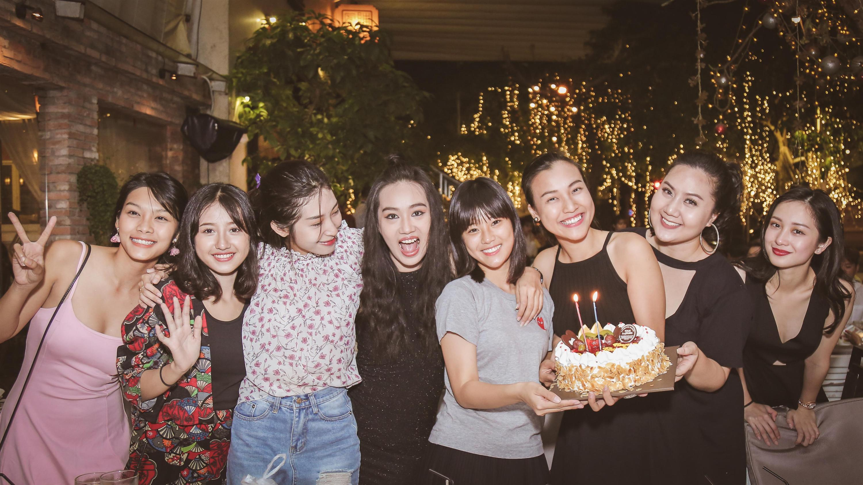 Dàn mỹ nhân Việt quậy tưng bừng trong tiệc đóng máy phim Tháng năm rực rỡ-3