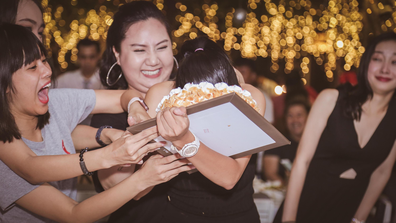 Dàn mỹ nhân Việt quậy tưng bừng trong tiệc đóng máy phim Tháng năm rực rỡ-4