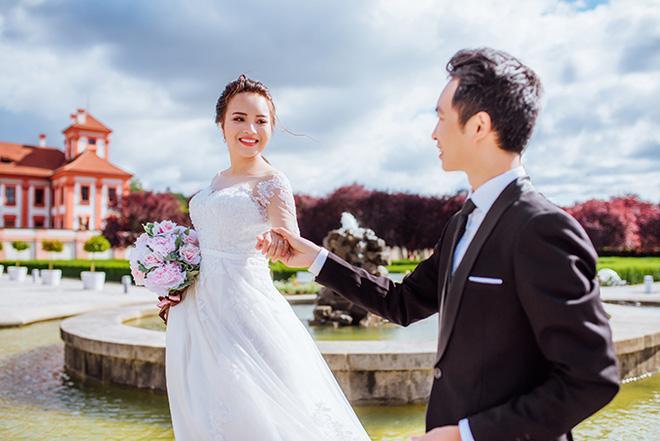 Cặp đôi bác sỹ Việt sống tại Séc hẹn hò trong… phòng giải phẫu, 7 năm sau về trường xưa chụp ảnh cưới-1