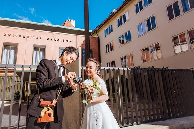 Cặp đôi bác sỹ Việt sống tại Séc hẹn hò trong… phòng giải phẫu, 7 năm sau về trường xưa chụp ảnh cưới-5