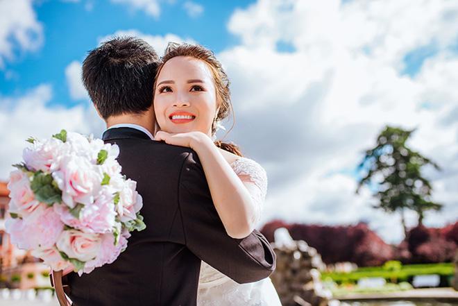 Cặp đôi bác sỹ Việt sống tại Séc hẹn hò trong… phòng giải phẫu, 7 năm sau về trường xưa chụp ảnh cưới-10