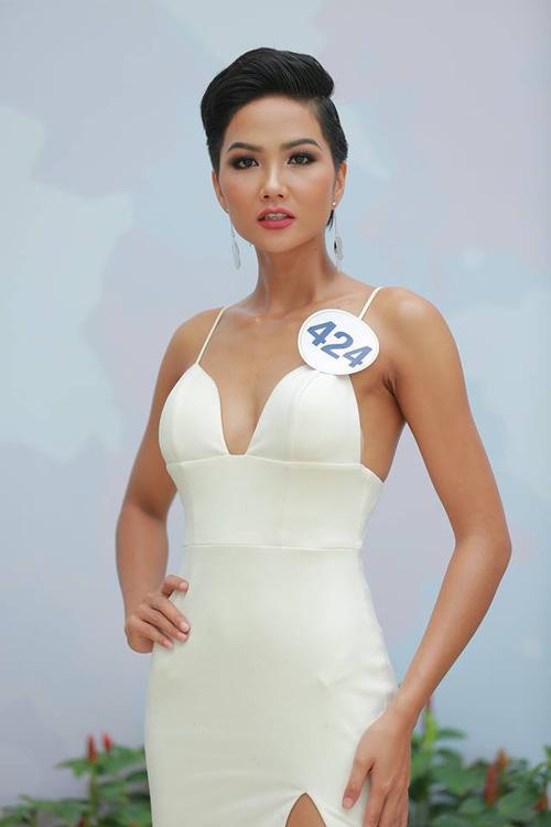 Hoàng Thùy - Mâu Thủy phong cách đối lập trong ngày thi phỏng vấn Hoa hậu Hoàn vũ-6