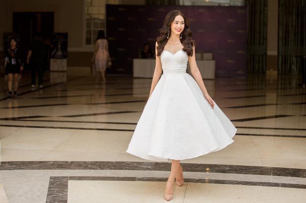 Hoàng Thùy - Mâu Thủy phong cách đối lập trong ngày thi phỏng vấn Hoa hậu Hoàn vũ-4