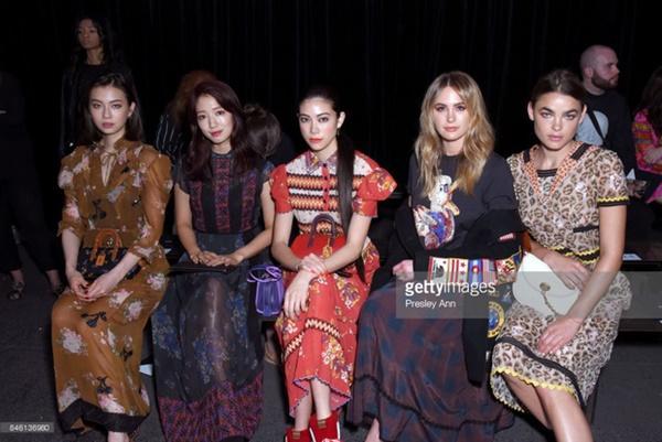 Park Shin Hye váy vóc điệu đà, Jessica Jung kín cổng cao tường tham dự NYFW-9