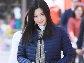 Sao Hàn 14/9: 'Mợ chảnh' Jeon Ji Hyun xinh đẹp thon thả dù vác bụng bầu 6 tháng
