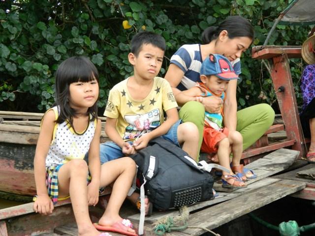 Hà Tĩnh: Hối hả di dời dân khỏi ốc đảo trước cơn bão số 10 đổ bộ-3
