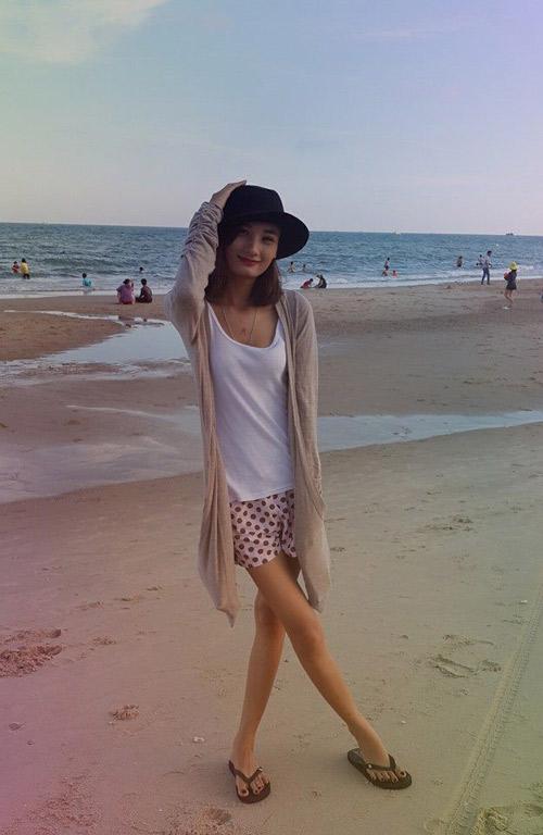 Nhiều mỹ nhân Việt sở hữu đôi chân tong teo gây ám ảnh không thua kém Cao Ngân-12