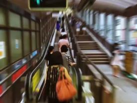 Du ngoạn trên thang cuốn ngoài trời dài nhất thế giới ở Hong Kong