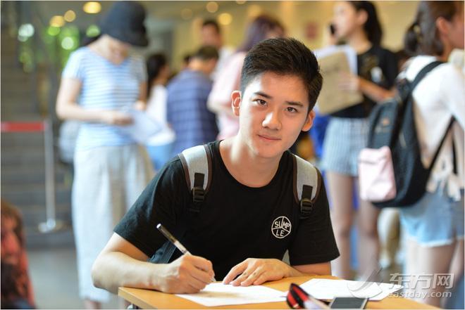 Ngày nhập học, lò đào tạo minh tinh hàng đầu Trung Quốc toàn thấy trai đẹp gái xinh-2