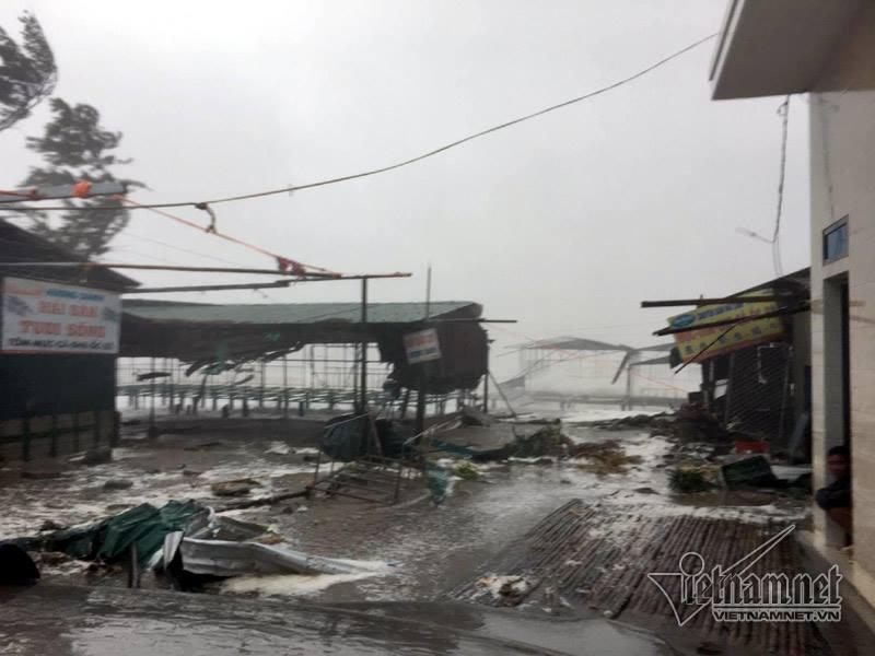 Những hình ảnh kinh hoàng khi bão số 10 đổ bộ vào miền Trung-3